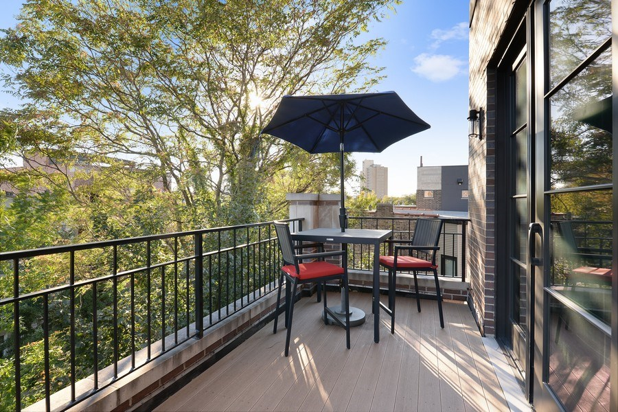 Real Estate Photography - 722 W. Aldine #4W, Chicago, IL, 60657 - Terrace
