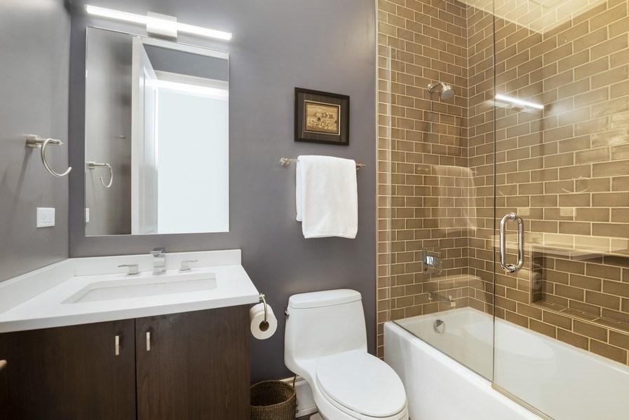 Real Estate Photography - 722 W. Aldine #4W, Chicago, IL, 60657 - 2nd Bathroom