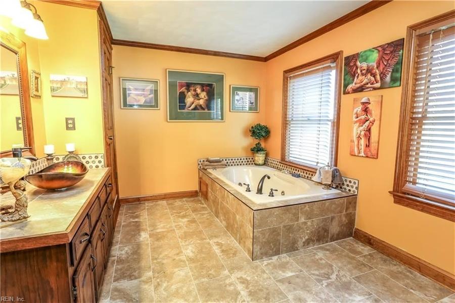 Real Estate Photography - 5732 Aura Dr, Virginia Beach, VA, 23457 -