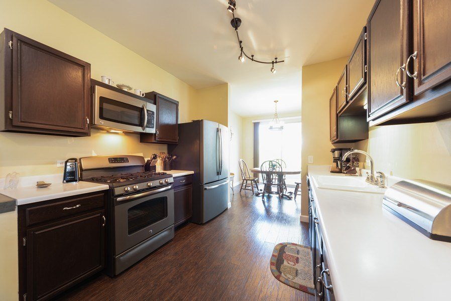 Real Estate Photography - 230 Partridge Ct, Algonquin, IL, 60102 - Kitchen