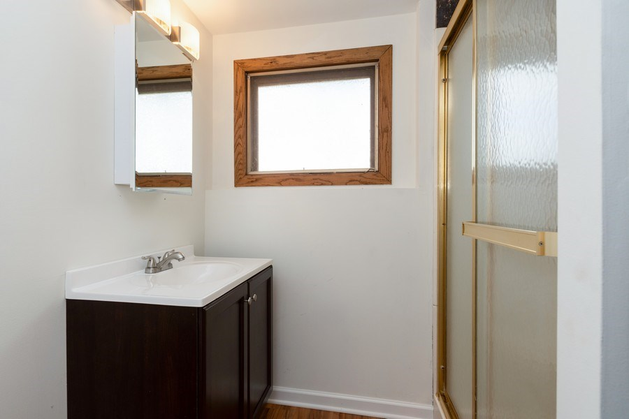 Real Estate Photography - 682 Charlotte Court, New Lenox, IL, 60451 - 2nd Bathroom