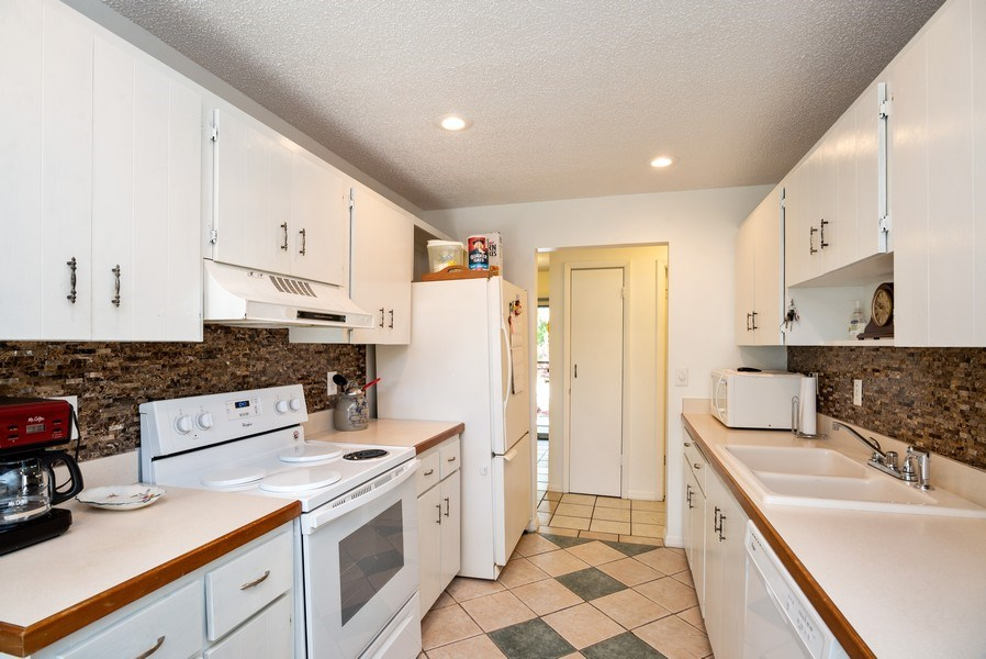 Real Estate Photography - 1735 17th Lane SW, Vero Beach, FL, 32962 - Kitchen
