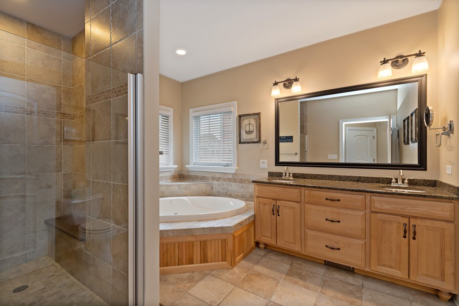 Real Estate Photography - 11650 Sapphire Ct, Frankfort, IL, 60423 - Master Bathroom