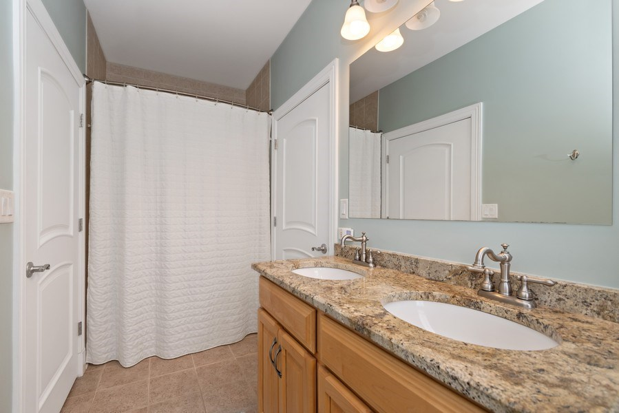Real Estate Photography - 11650 Sapphire Ct, Frankfort, IL, 60423 - Bathroom