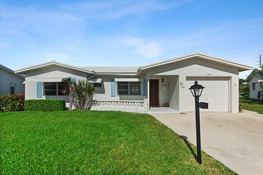 Real Estate Photography - 133 NW 14th St, Boynton Beach, FL, 33426 - Front View