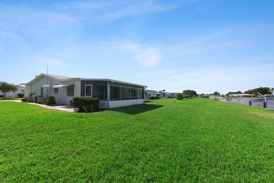 Real Estate Photography - 133 NW 14th St, Boynton Beach, FL, 33426 - Side View