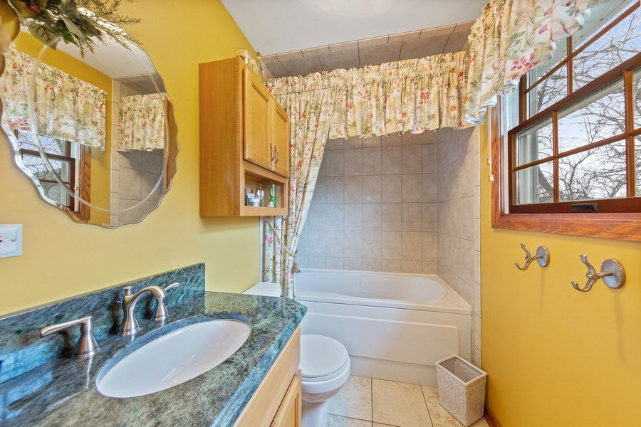 Real Estate Photography - 10S320 Jamie Ln, Willowbrook, IL, 60527 - Master Bathroom