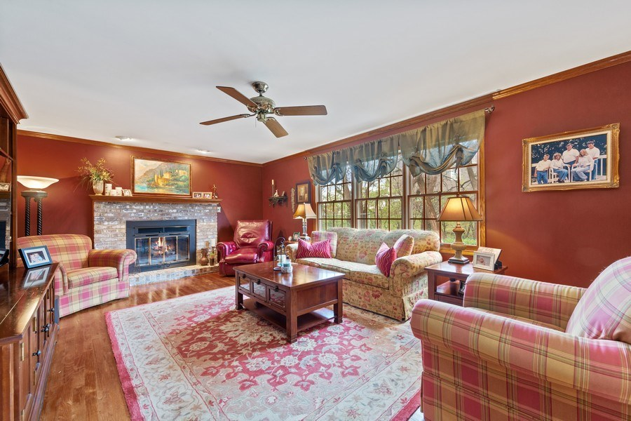 Real Estate Photography - 10S320 Jamie Ln, Willowbrook, IL, 60527 - Family Room