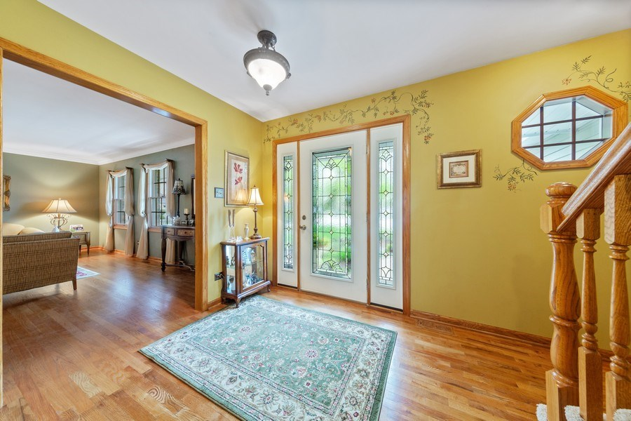Real Estate Photography - 10S320 Jamie Ln, Willowbrook, IL, 60527 - Foyer