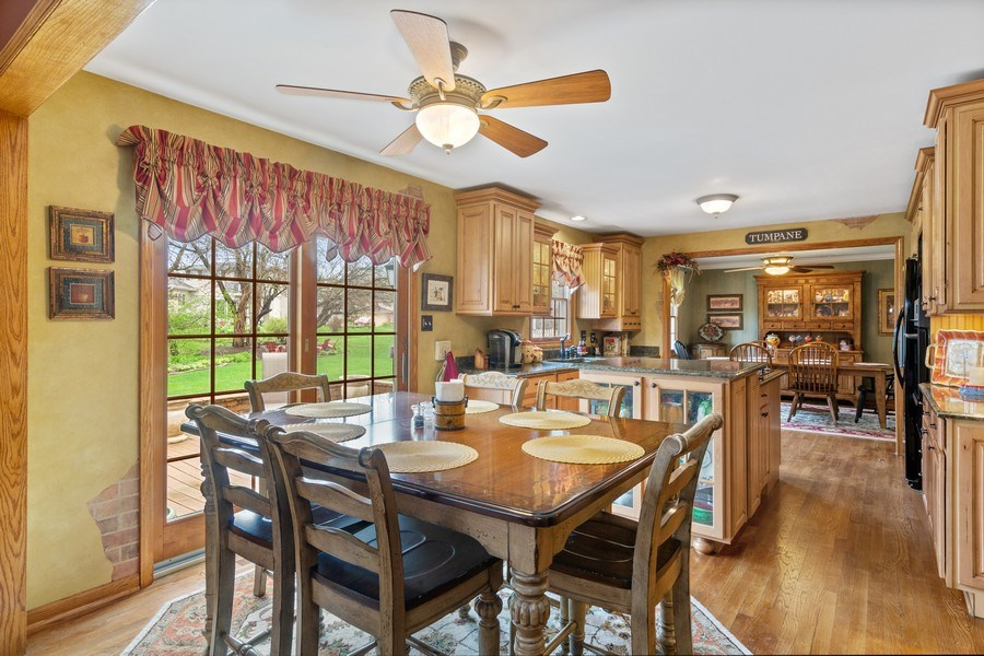 Real Estate Photography - 10S320 Jamie Ln, Willowbrook, IL, 60527 - Breakfast Area