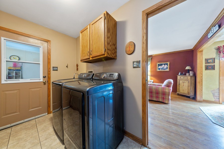Real Estate Photography - 10S320 Jamie Ln, Willowbrook, IL, 60527 - Laundry Room