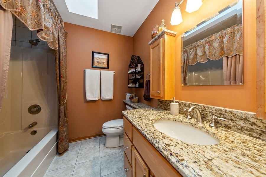 Real Estate Photography - 10S320 Jamie Ln, Willowbrook, IL, 60527 - 2nd Bathroom
