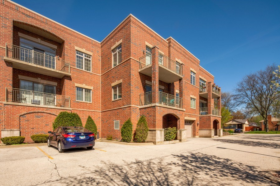 Real Estate Photography - 1021 Peterson, Unit 306, Park Ridge, IL, 60068 - Side View