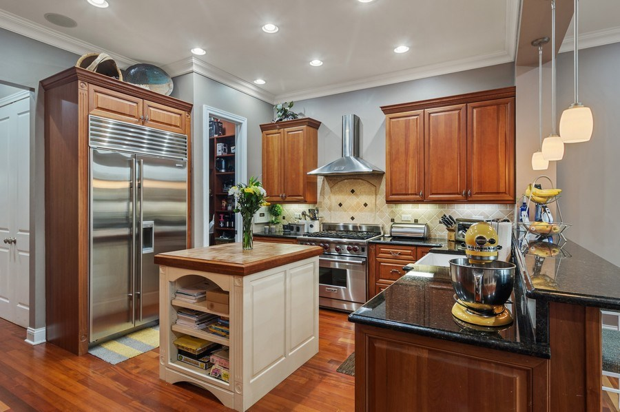 Real Estate Photography - 2606 N Kimball Ave, Chicago, IL, 60647 - Kitchen