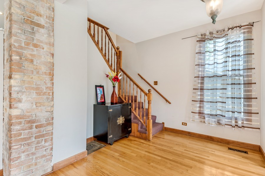 Real Estate Photography - 102 N Hubbard, Algonquin, IL, 60102 - Foyer