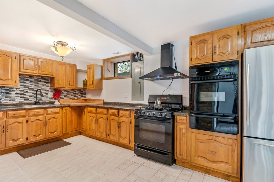 Real Estate Photography - 102 N Hubbard, Algonquin, IL, 60102 - Kitchen