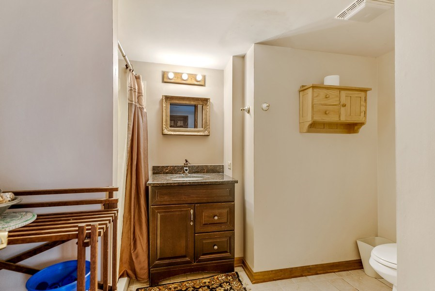 Real Estate Photography - 102 N Hubbard, Algonquin, IL, 60102 - 2nd Bathroom