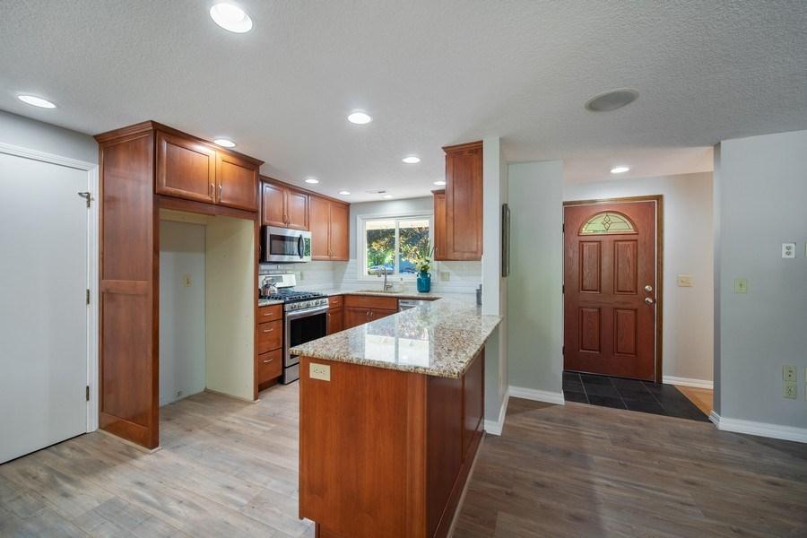 Real Estate Photography - 18552 Edgewood Court, Lake Oswego, OR, 97035 - Kitchen