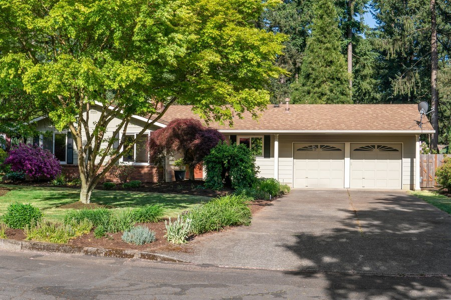 Real Estate Photography - 18552 Edgewood Court, Lake Oswego, OR, 97035 - Front View