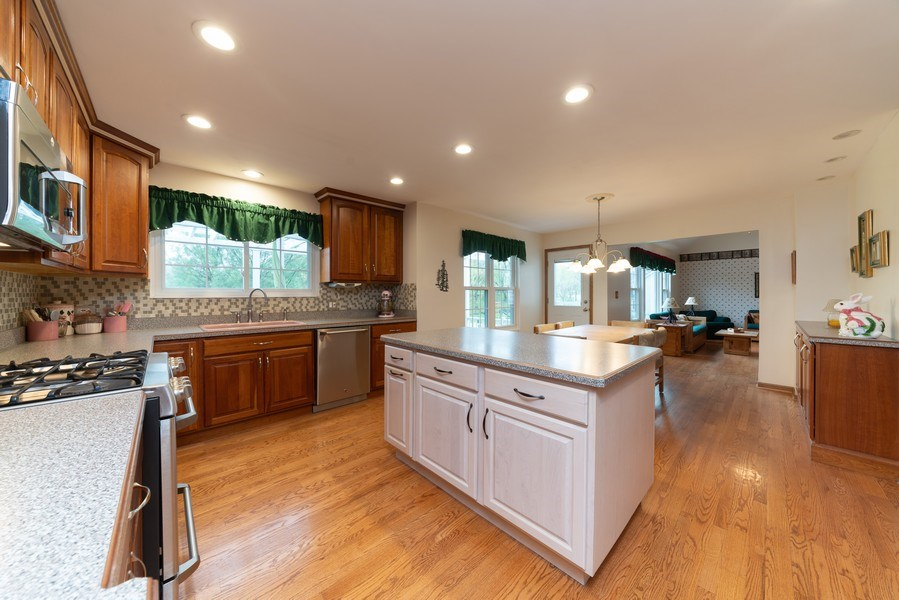 Real Estate Photography - 0S143 Rowe Rd, Elbur, IL, 60119 - Kitchen
