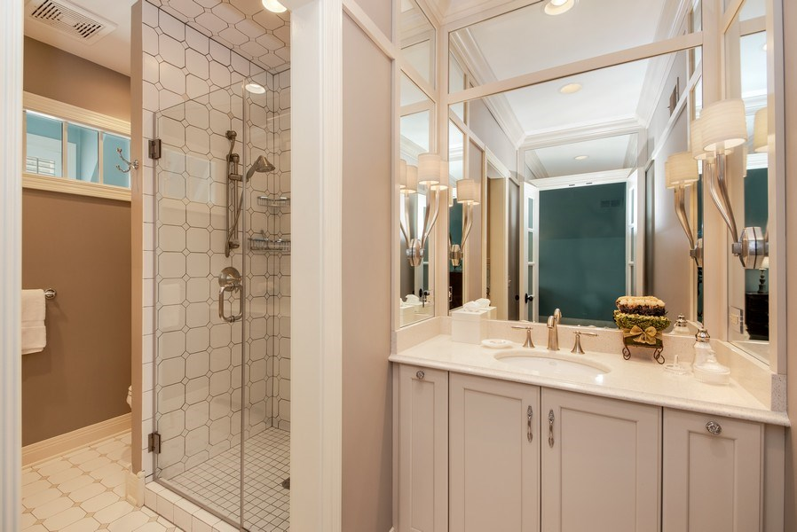 Real Estate Photography - 1027 S Butternut Cir, Frankfort, IL, 60423 - Bedroom 3 Suite Bath