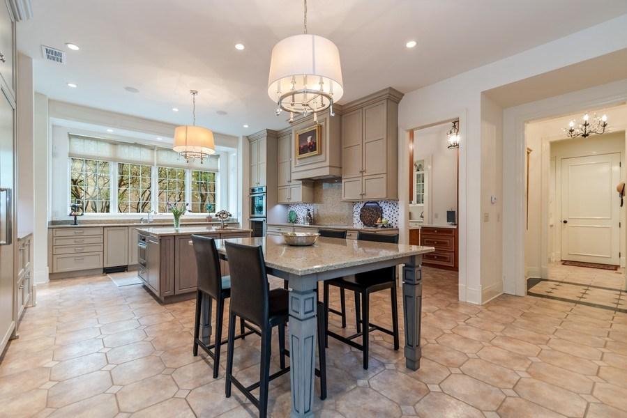 Real Estate Photography - 1027 S Butternut Cir, Frankfort, IL, 60423 - Kitchen