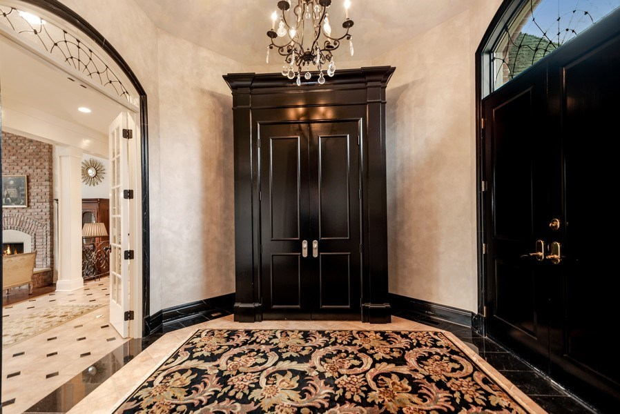 Real Estate Photography - 1027 S Butternut Cir, Frankfort, IL, 60423 - Foyer