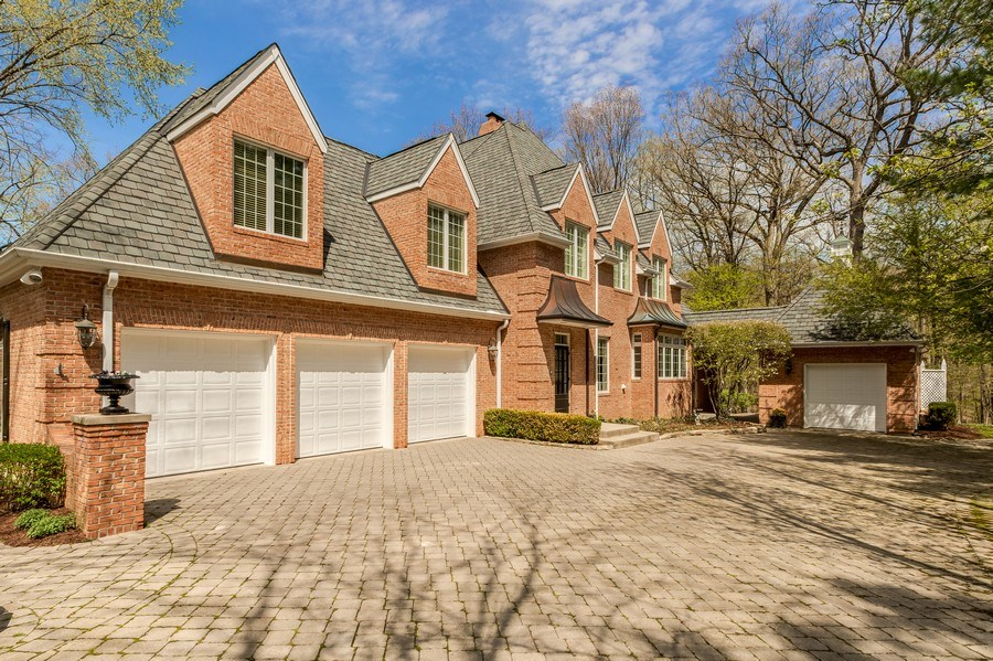 Real Estate Photography - 1027 S Butternut Cir, Frankfort, IL, 60423 - Side View