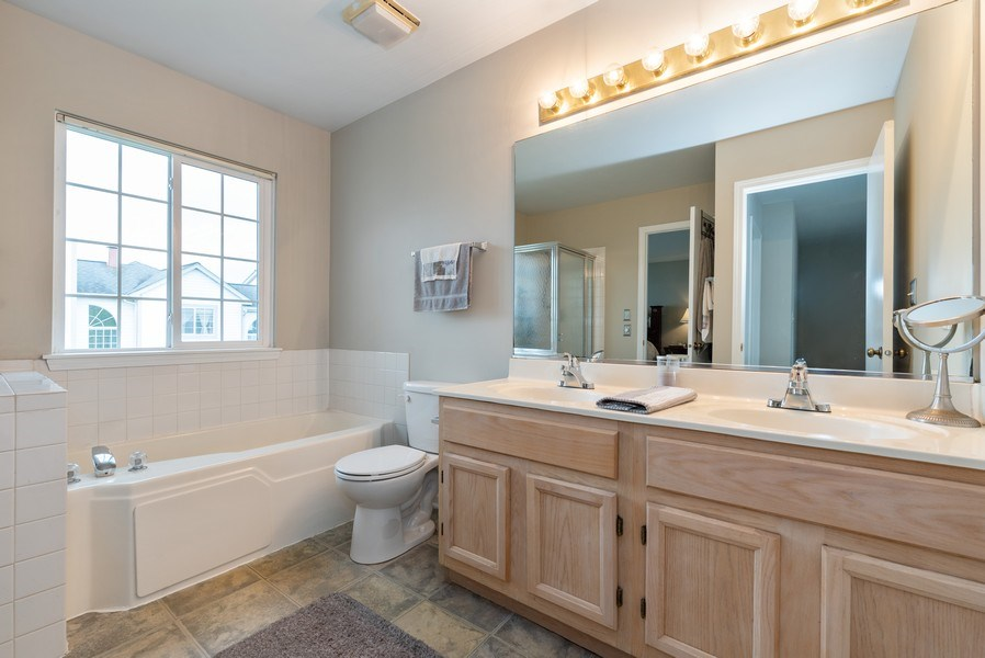 Real Estate Photography - 1120 Longford Road, Bartlett, IL, 60103 - Master Bath