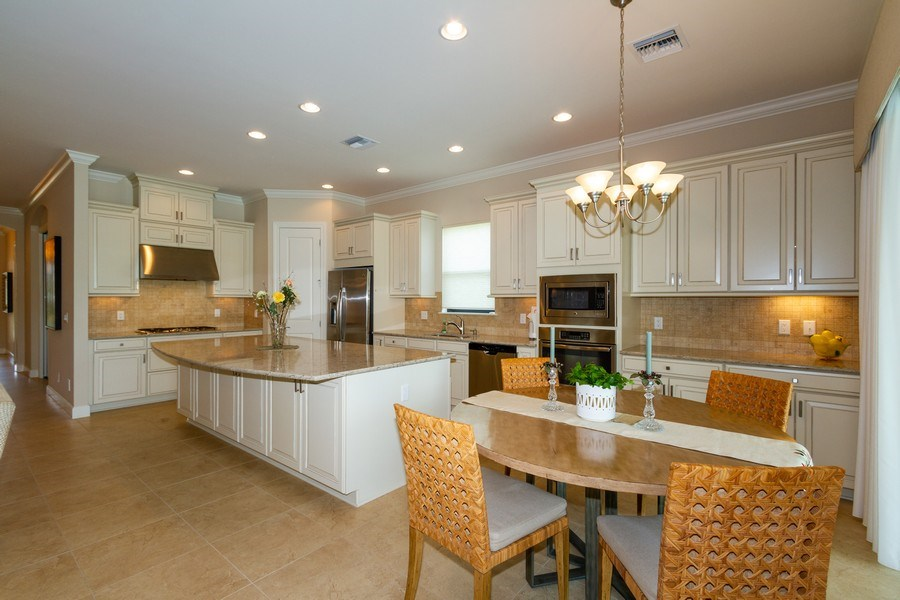 Real Estate Photography - 8851 Vacarro Ct, Naples, FL, 34119 - Kitchen / Breakfast Room