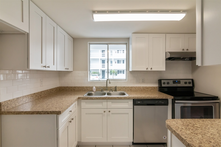 Real Estate Photography - 1581 LEISURE DR UNIT M-7, BRADENTON, FL, 34207 -