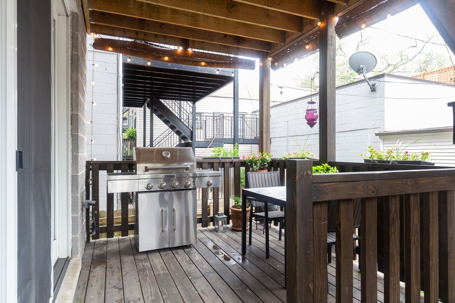Real Estate Photography - 1112 N. Paulina, #1, Chicago, IL, 60622 - Deck