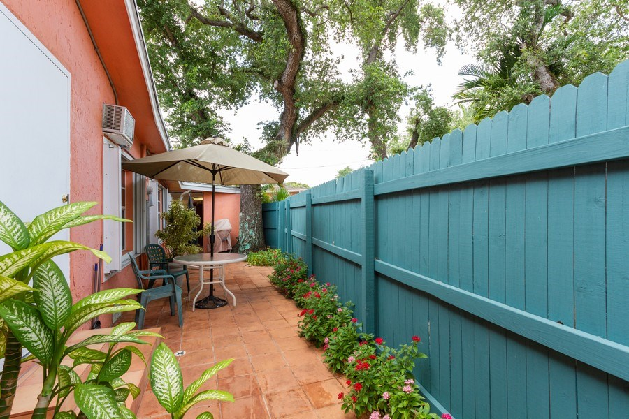 Real Estate Photography - 2130 NW 13 St, Miami, FL, 33125 - Side Yard