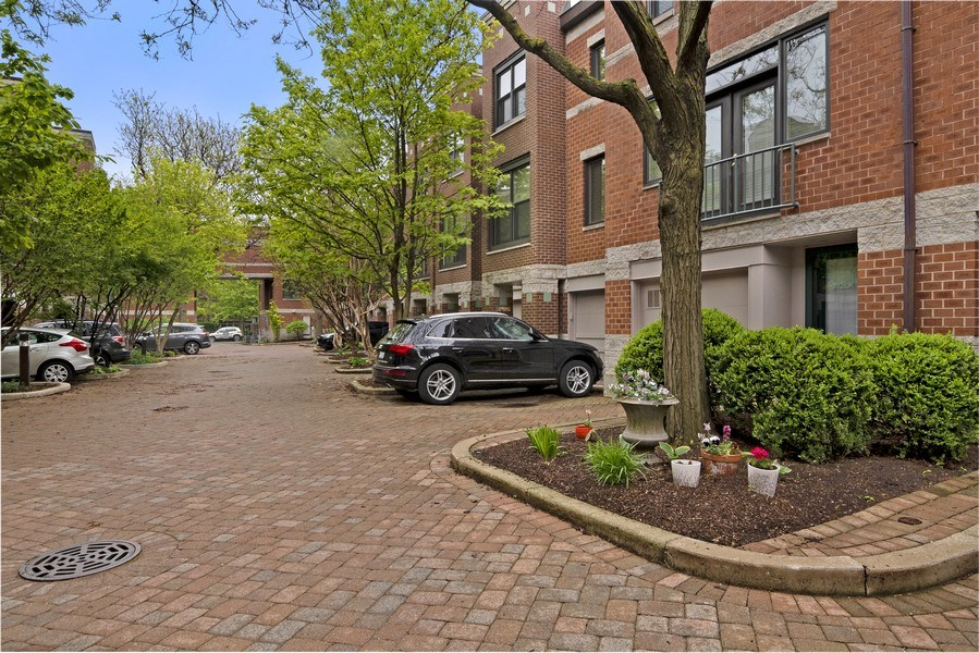 Real Estate Photography - 2720 N Greenview, Unit L, Chicago, IL, 60614 - Courtyard
