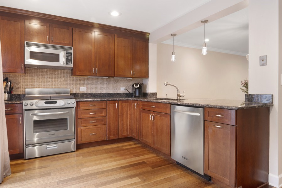 Real Estate Photography - 2720 N Greenview, Unit L, Chicago, IL, 60614 - Kitchen