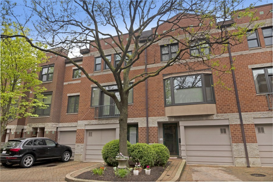 Real Estate Photography - 2720 N Greenview, Unit L, Chicago, IL, 60614 - Front View
