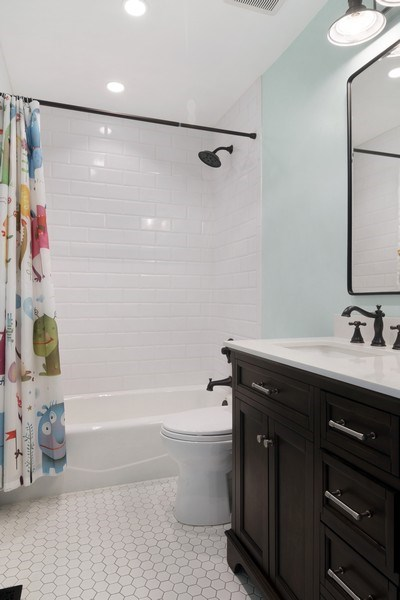 Real Estate Photography - 2720 N Greenview, Unit L, Chicago, IL, 60614 - 2nd Bathroom