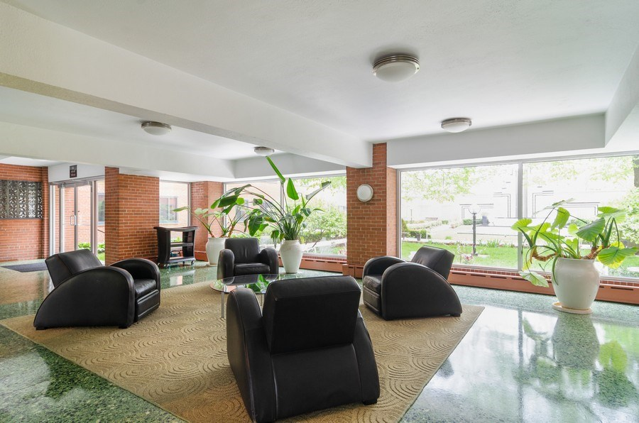 Real Estate Photography - 5040 N Marine Dr., Unit 3B, Chicago, IL, 60640 - Lobby