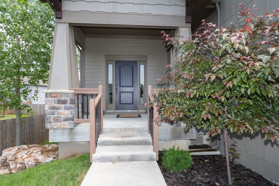 Real Estate Photography - 1915 S Cochise Ave, Independence, MO, 64057 - Front View