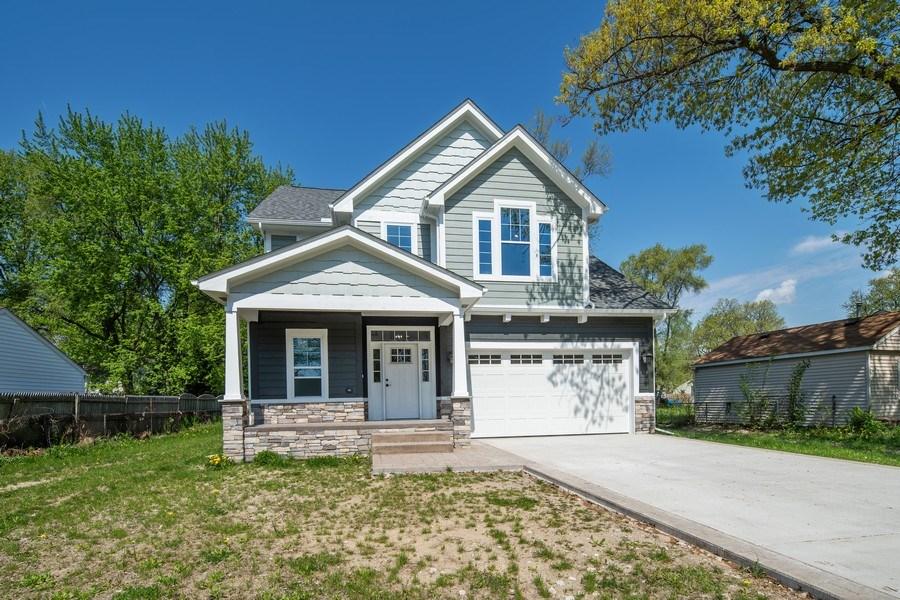 Real Estate Photography - 33558 Rhonswood, Farmington Hills, MI, 48335 - Front View