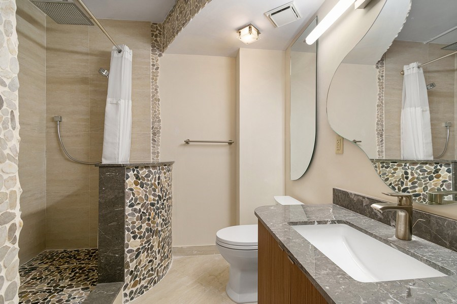 Real Estate Photography - 3610 Yacht Club Dr, 1114, Aventura, FL, 33180 - 2nd bathroom