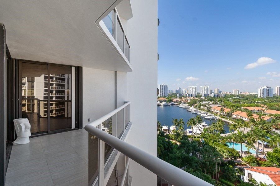Real Estate Photography - 3610 Yacht Club Dr, 1114, Aventura, FL, 33180 - Balcony