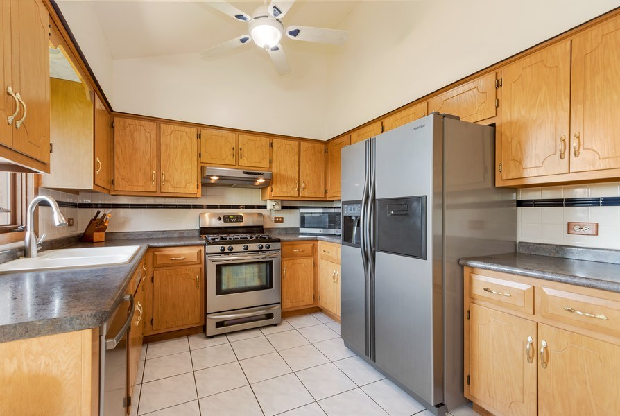 Real Estate Photography - 19603 S Highview Ln, Frankfort, IL, 60423 - Kitchen