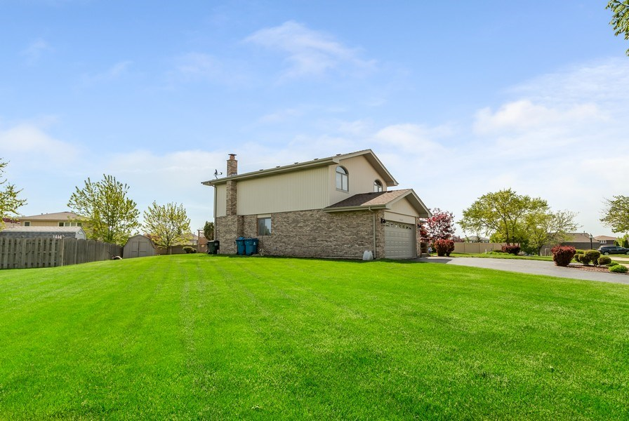 Real Estate Photography - 19603 S Highview Ln, Frankfort, IL, 60423 - Yard Space