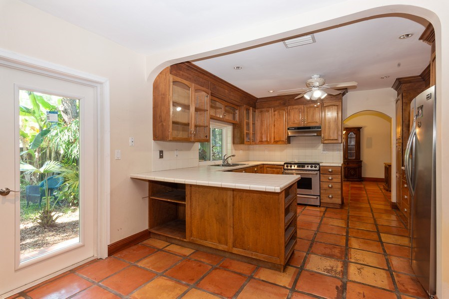 Real Estate Photography - 7515 SW 167 Street, Palmetto Bay, FL, 33157 - Kitchen