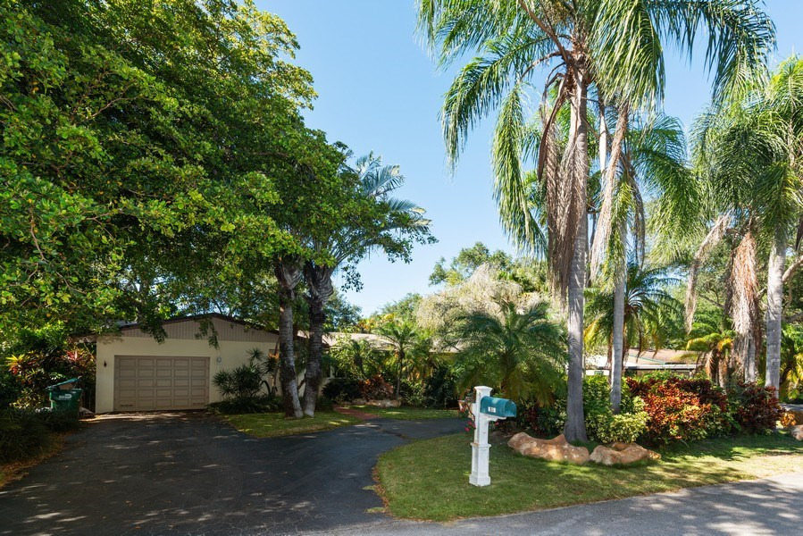 Real Estate Photography - 7515 SW 167 Street, Palmetto Bay, FL, 33157 - Front View