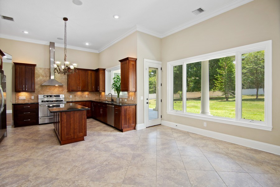 Real Estate Photography - 2211 Crosby Dr, Valrico, FL, 33594 - Kitchen / Breakfast Room