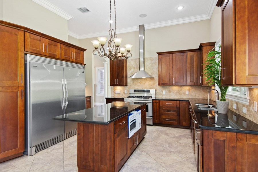 Real Estate Photography - 2211 Crosby Dr, Valrico, FL, 33594 - Kitchen