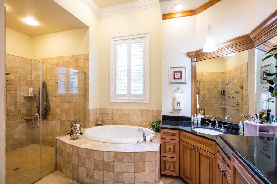 Real Estate Photography - 11441 Hammock Oaks, Lithia, FL, 33547 - Master Bathroom