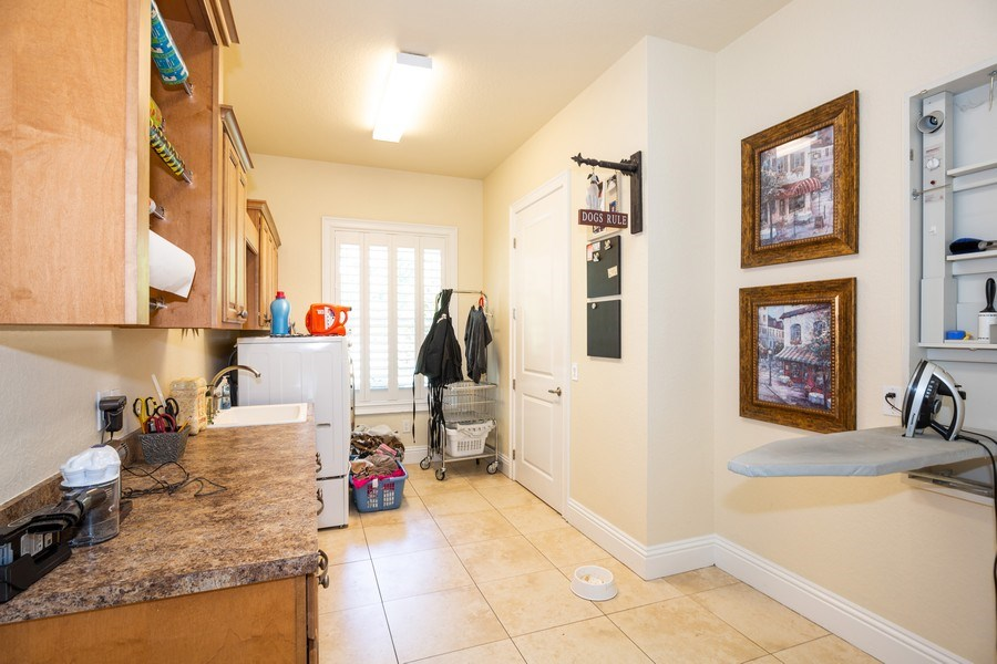 Real Estate Photography - 11441 Hammock Oaks, Lithia, FL, 33547 - Laundry Room